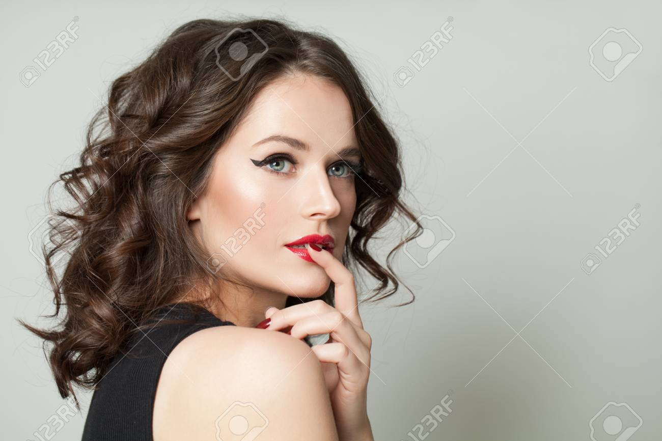 Pretty model woman with makeup and brown curly hairstyle, fashion portrait - 122127374