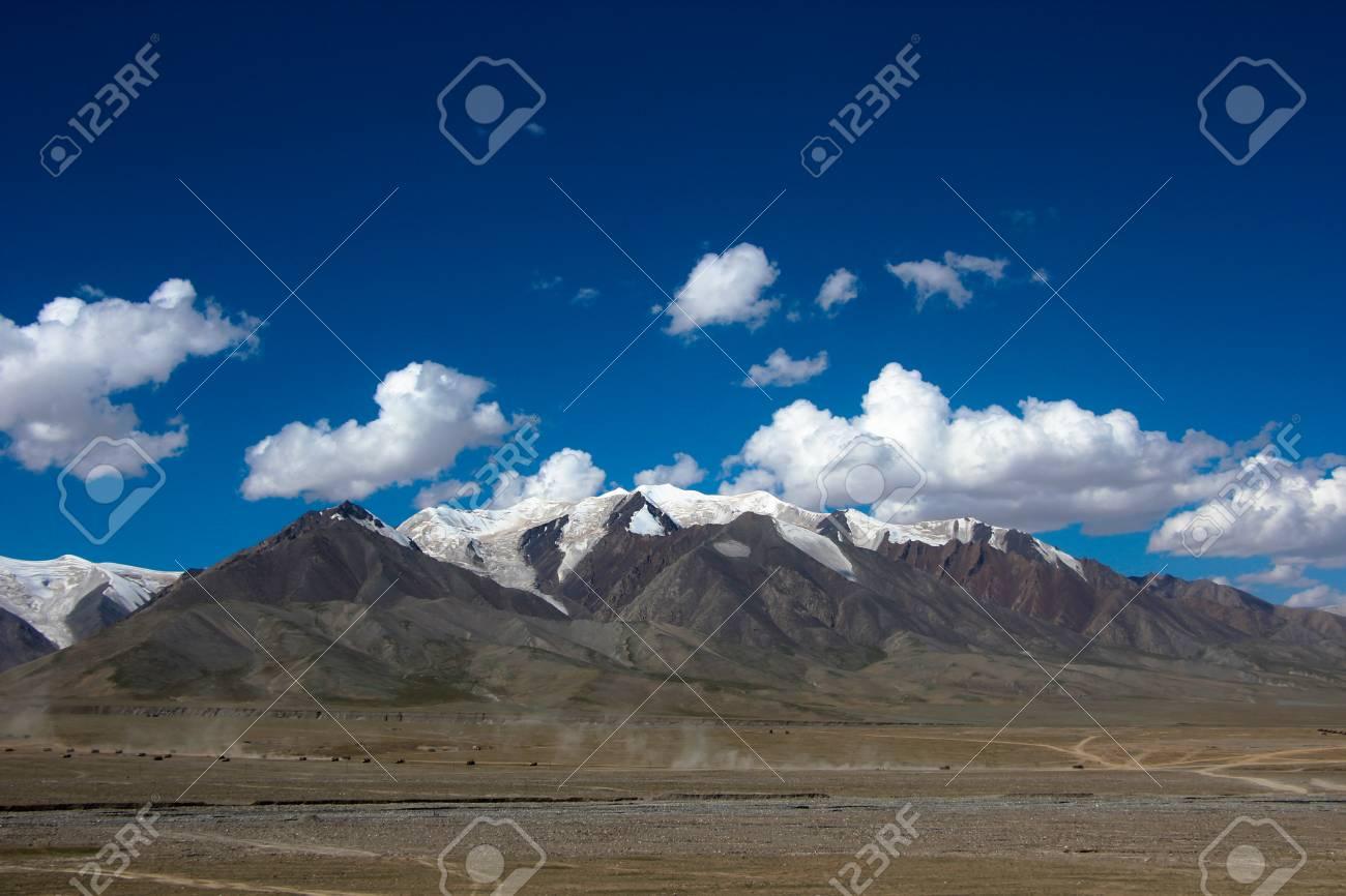 Jack Hunter şi bijuteriile unicat 72684580-kunlun-mountain-mount-everest-glacier