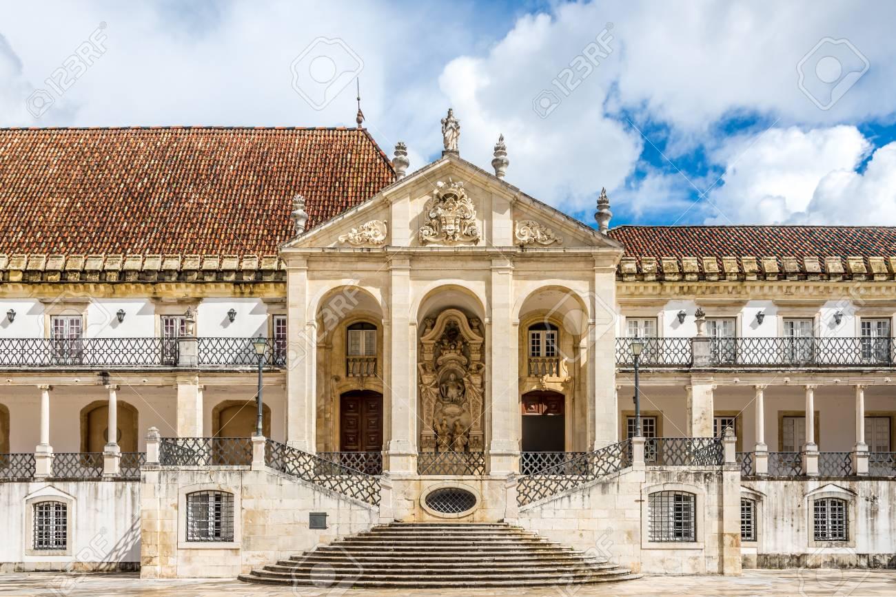Portail Dans La Cour De L Universite De Coimbra Au Portugal Banque D Images Et Photos Libres De Droits Image 79963925