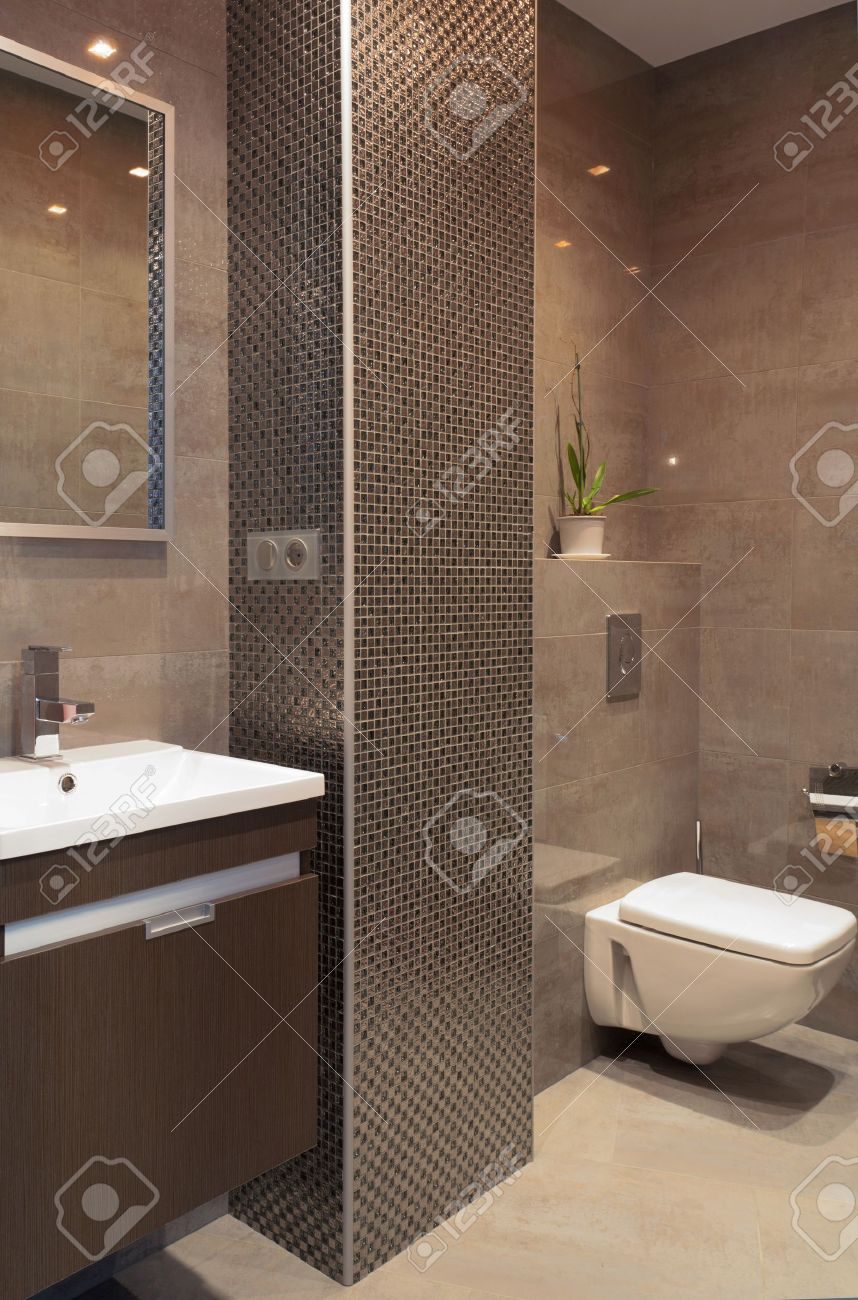 moderne badezimmer mit mosaik spalte lizenzfreie fotos, bilder und