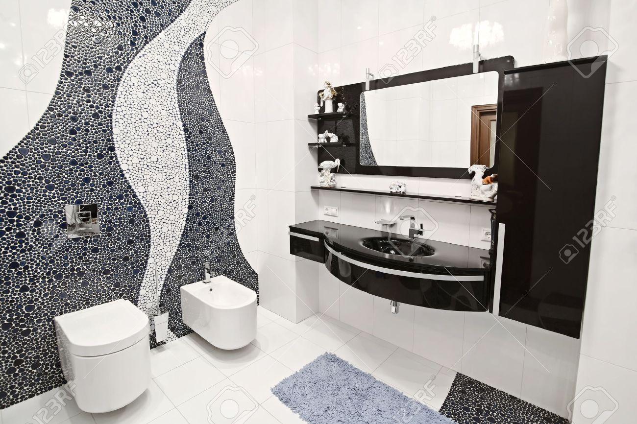 Badrummet i svart och vitt stil och en vacker mosaik royalty fria ...