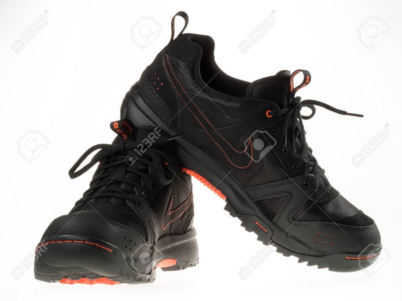 Istanbul, Turkije 5 februari 2014 New Nike wandelschoenen Genomen in studio en geïsoleerd op wit