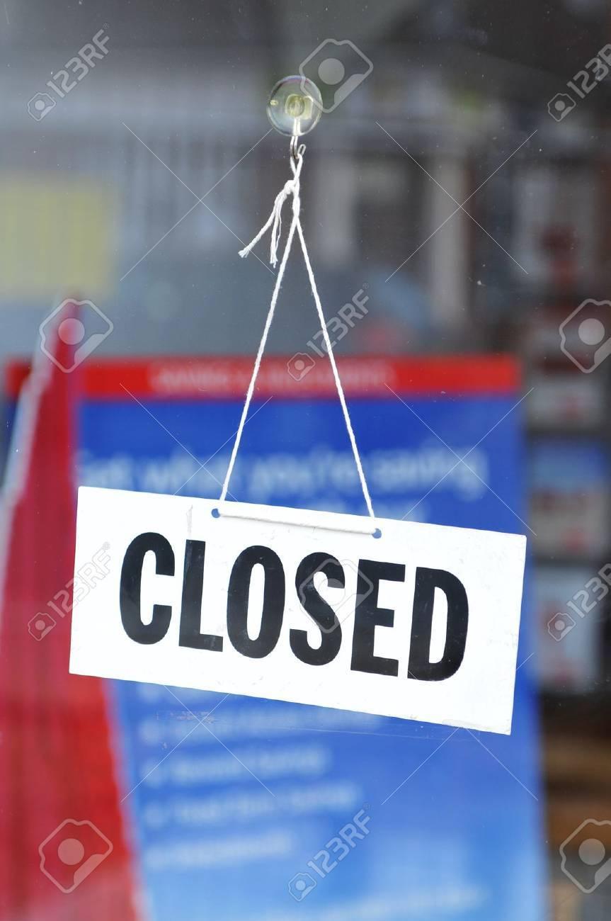 Closed sign - 10629548