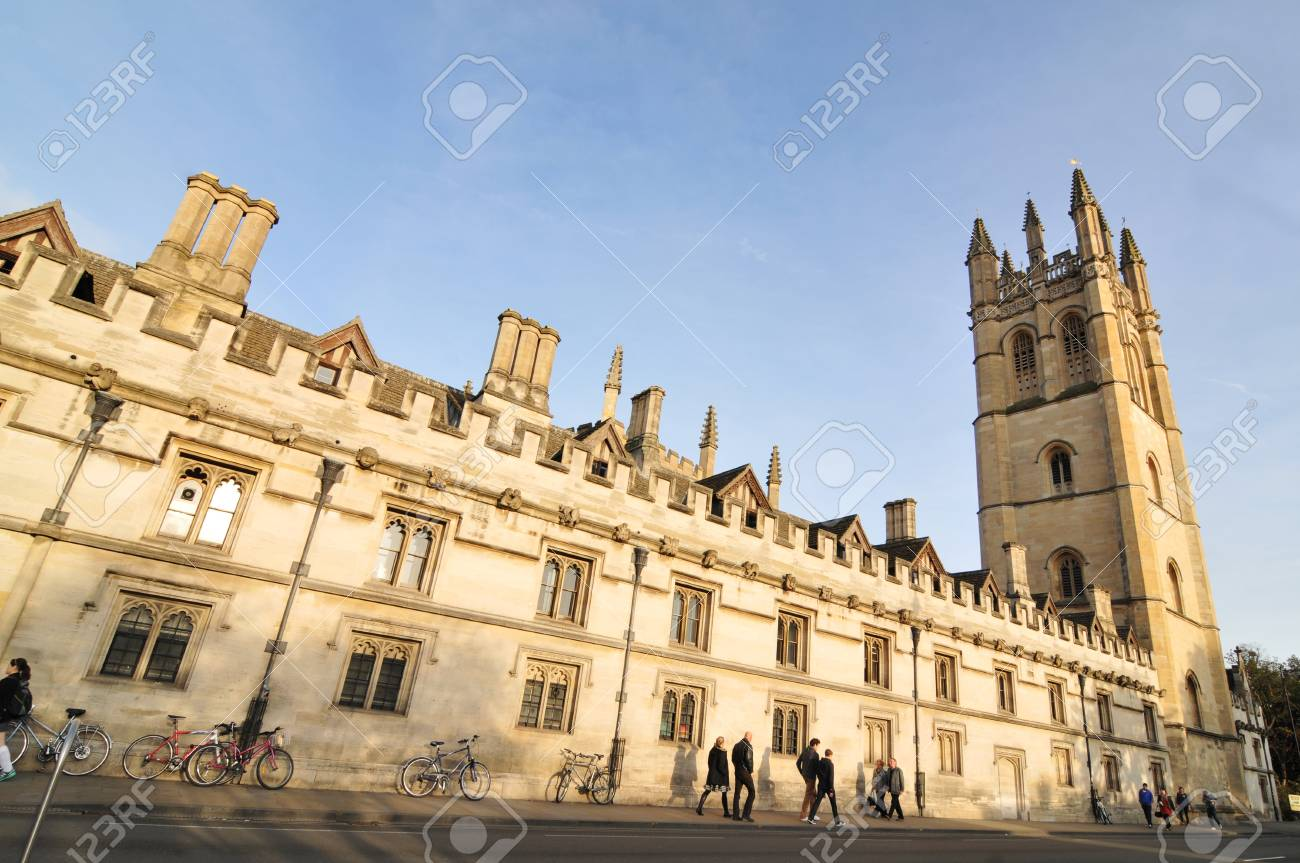 Oxford, England � November 12, 2011: Pedestrians and old architecture in central Oxford, England Stock Photo - 13118837
