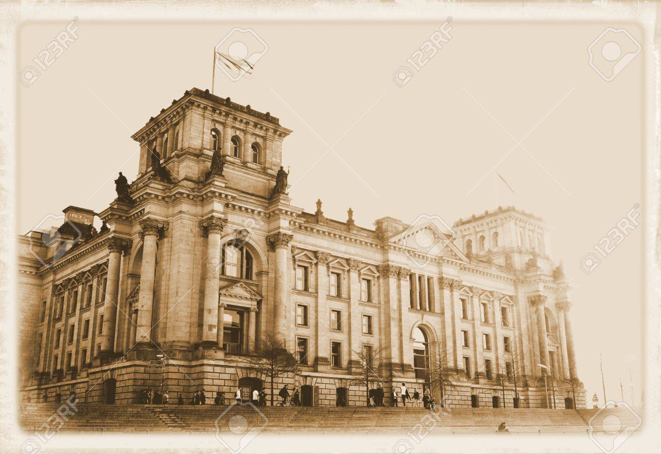 Vintage postcard depicting the reichstag building in berlin ...