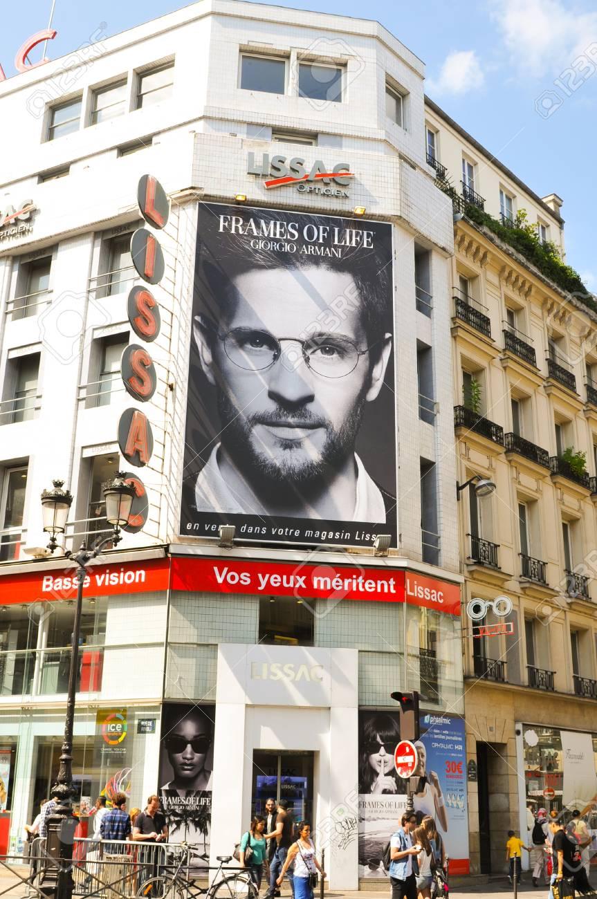 Paris, Frankreich - 9. Juli 2015: Werbung Für Rahmen Des Lebens Von ...