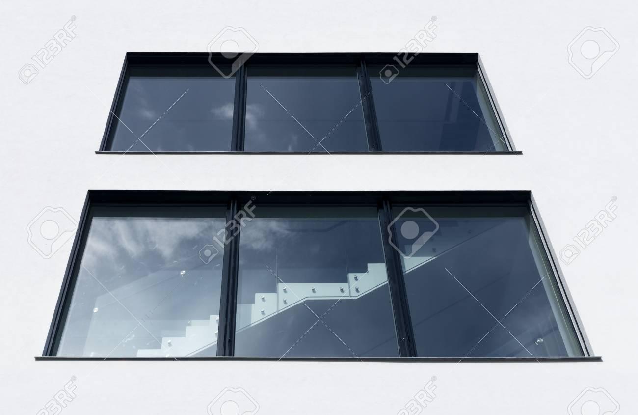 Top Blick Auf Das Treppenhaus Fenster In Modernen Gebäude Lizenzfreie RA69