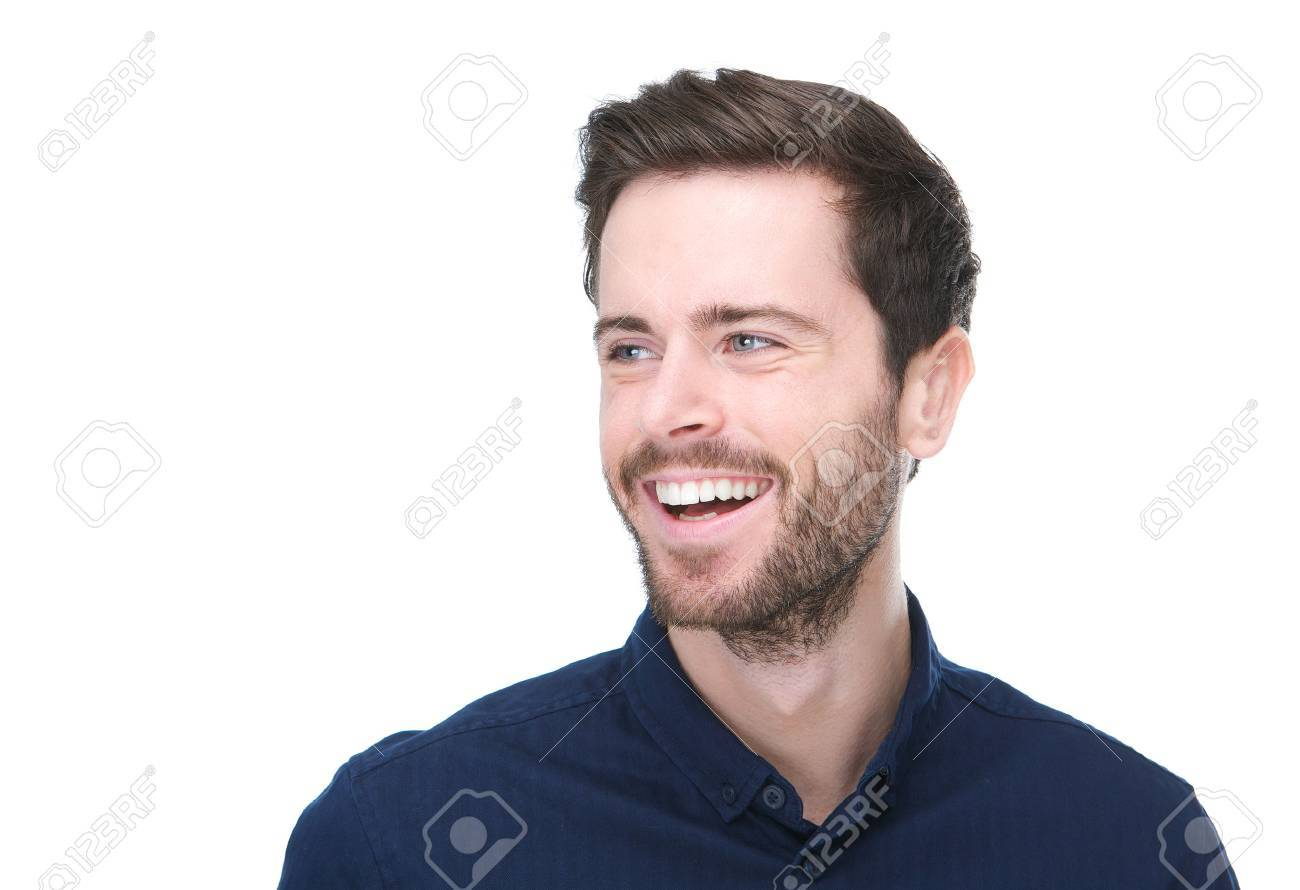 Homme Souriant gros plan portrait d'un beau jeune homme souriant sur fond blanc