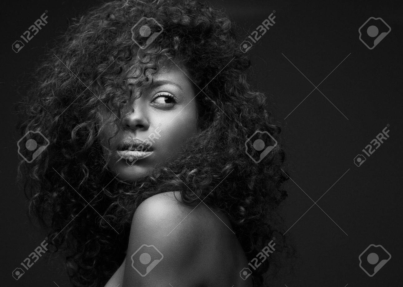 Black and white portrait of a beautiful african american fashion