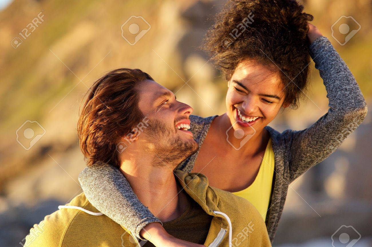 Close up portrait of an attractive couple laughing together Standard-Bild - 53756012