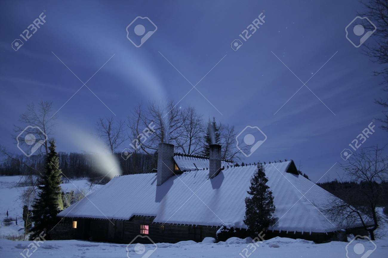 A lonly house is standing on a moonlight Stock Photo - 754938