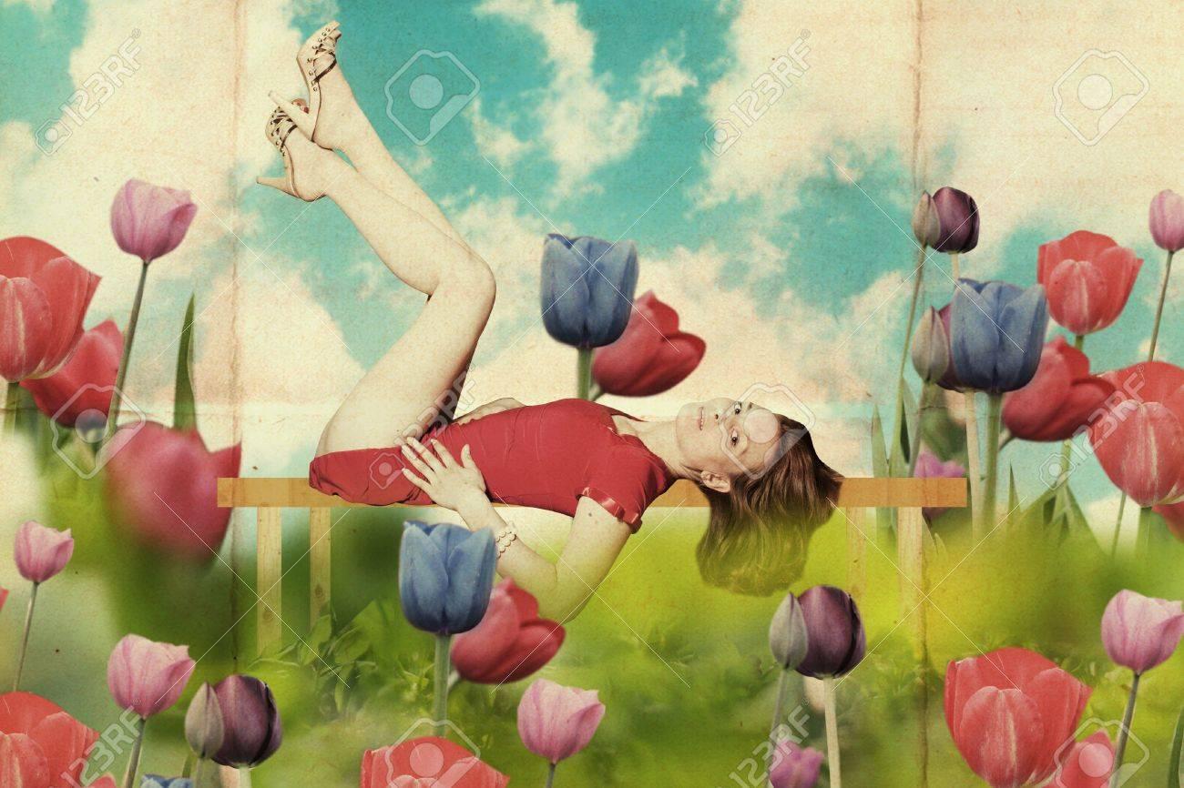 Schone Frau Mit Buch In Blumen Kunst Jahrgang Muster Lizenzfreie Fotos Bilder Und Stock Fotografie Image 10042738