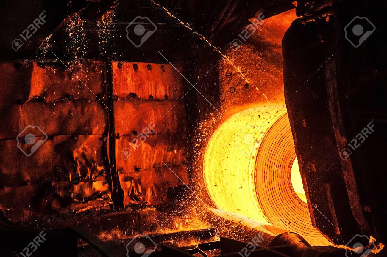 Roll of hot metal on the conveyor belt - 135194600