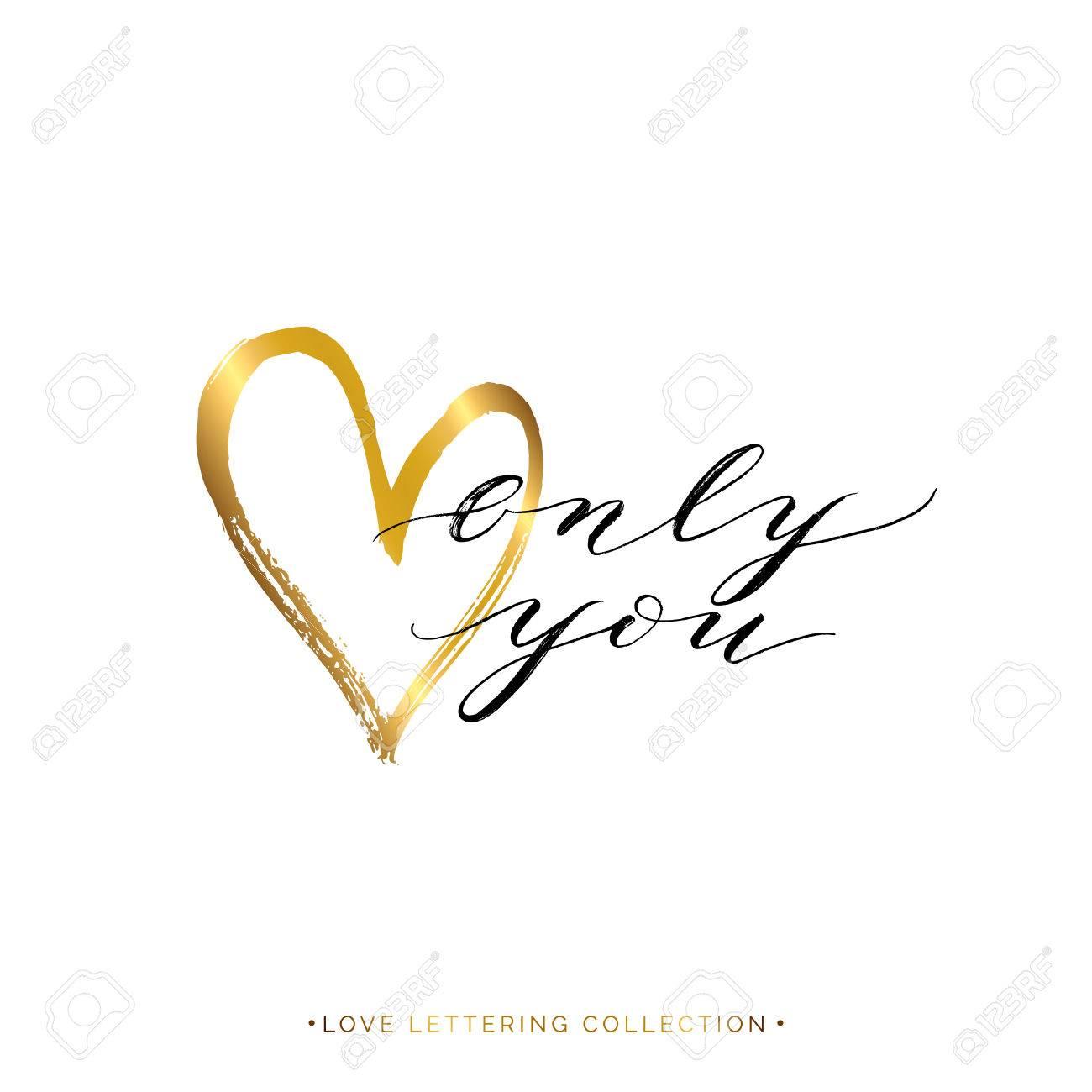 Seulement Vous Texte Avec Coeur Or Isolé Sur Fond Blanc Lettre Peinte à La Main Vecteur D Amour Or Lettrage Pour Carte De Voeux Invitation