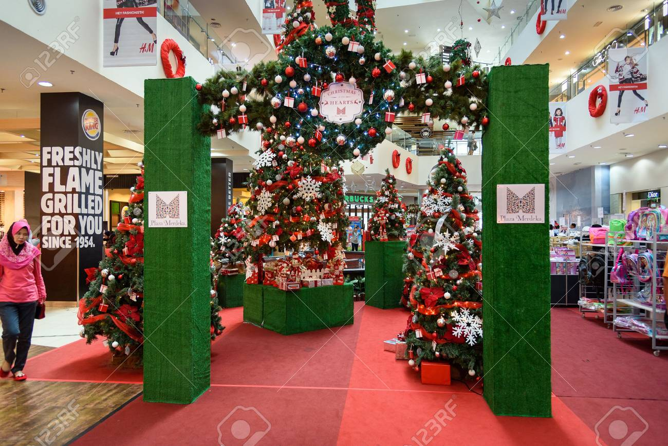 Kuching, Malaysia   Dec 29, 2015: Christmas Decorations In Shopping Centre  Plaza Merdeka