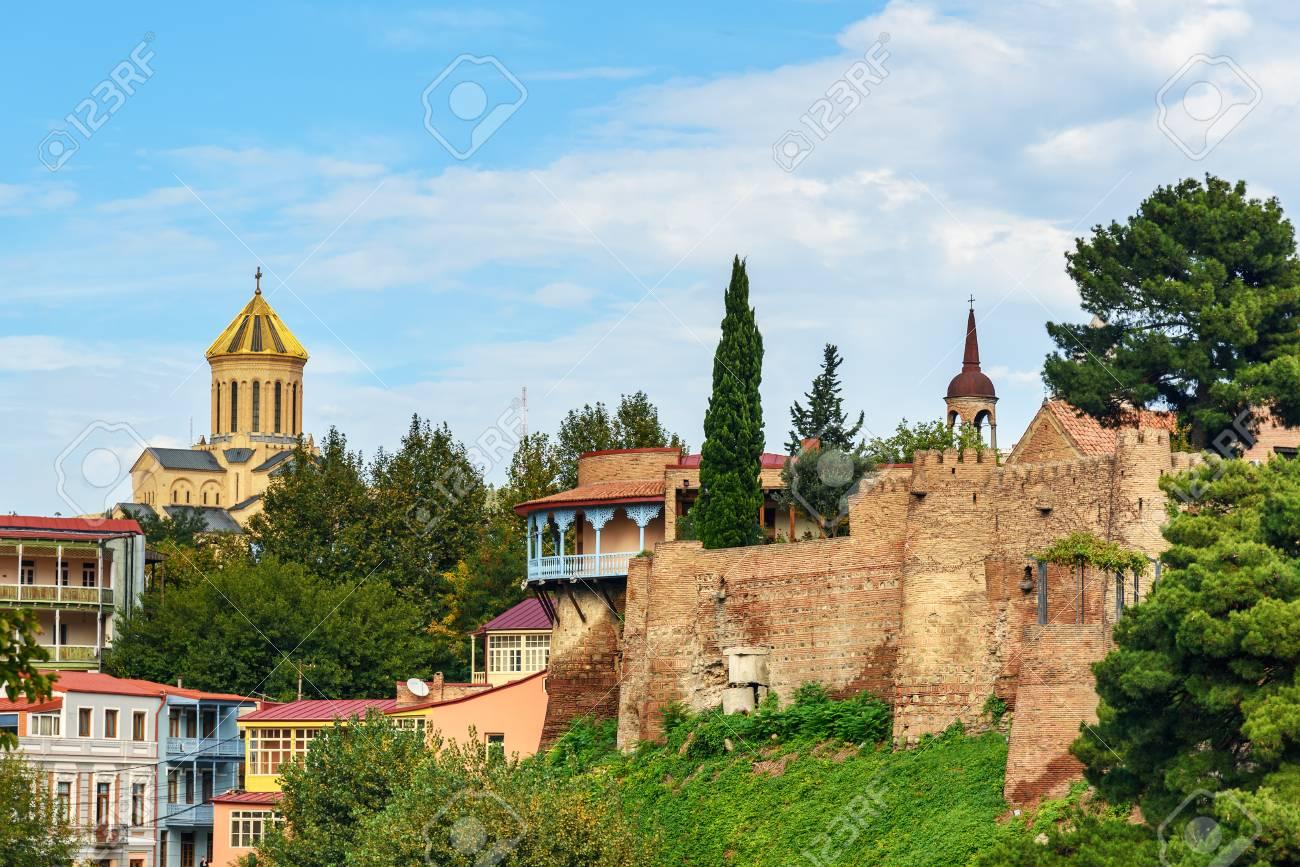 Ver En El Balcón Y La Terraza Del Palacio De La Reina Darejan Catedral De La Santísima Trinidad En Tbilisi Georgia