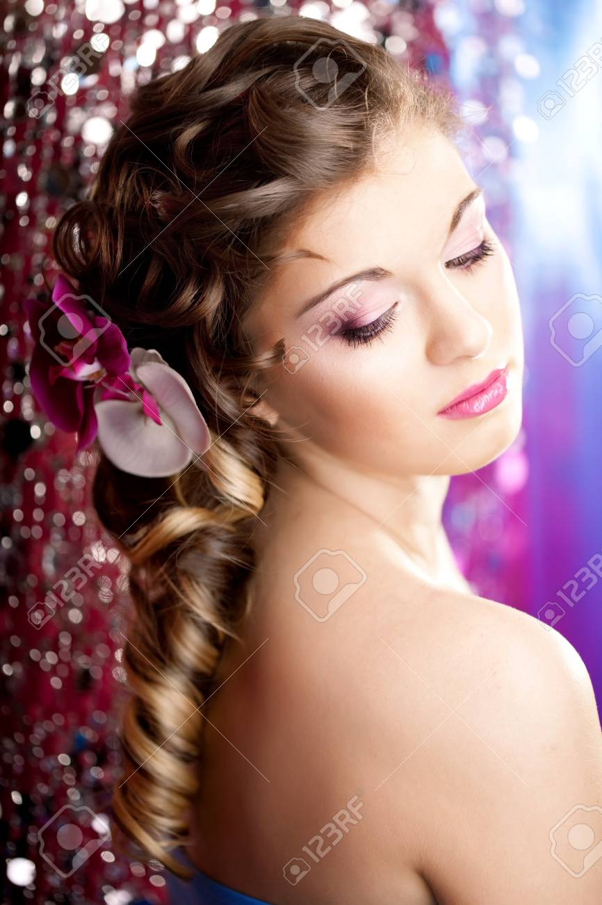 Image of a beautiful woman with a wonderful luxury makeup and hairstyle Stock Photo - 9038407