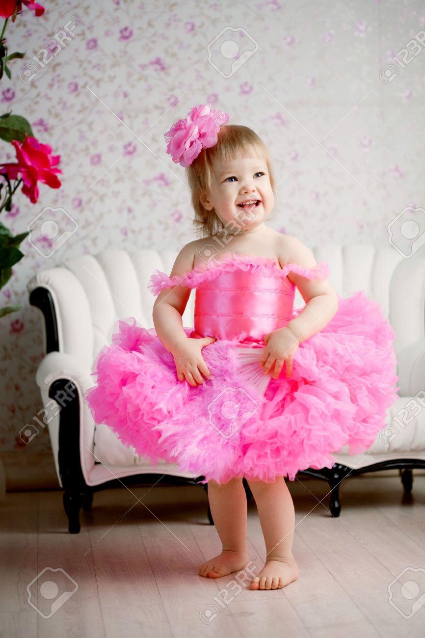 Маленькие девочки в платье
