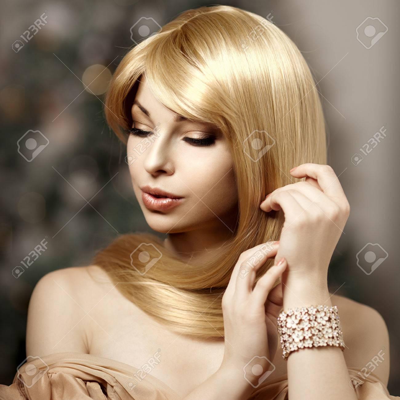 Modische Trendige Junge Frau Mit Luxuriösen Haar Schöne Mädchen Mit
