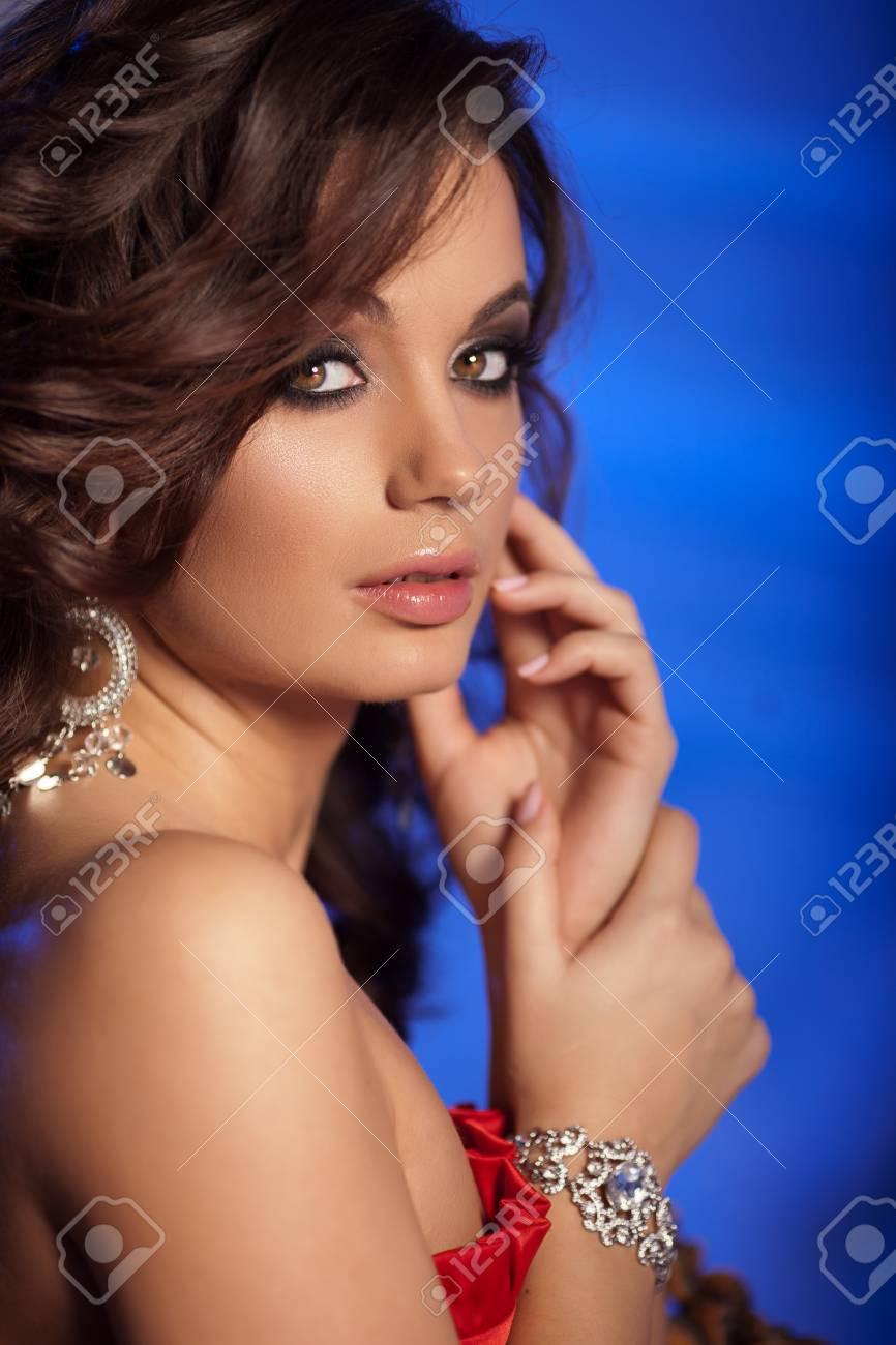 Роскошная молодая девушка 1 фотография