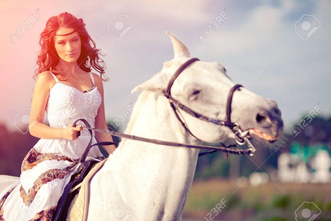 frau mit pferd bilder