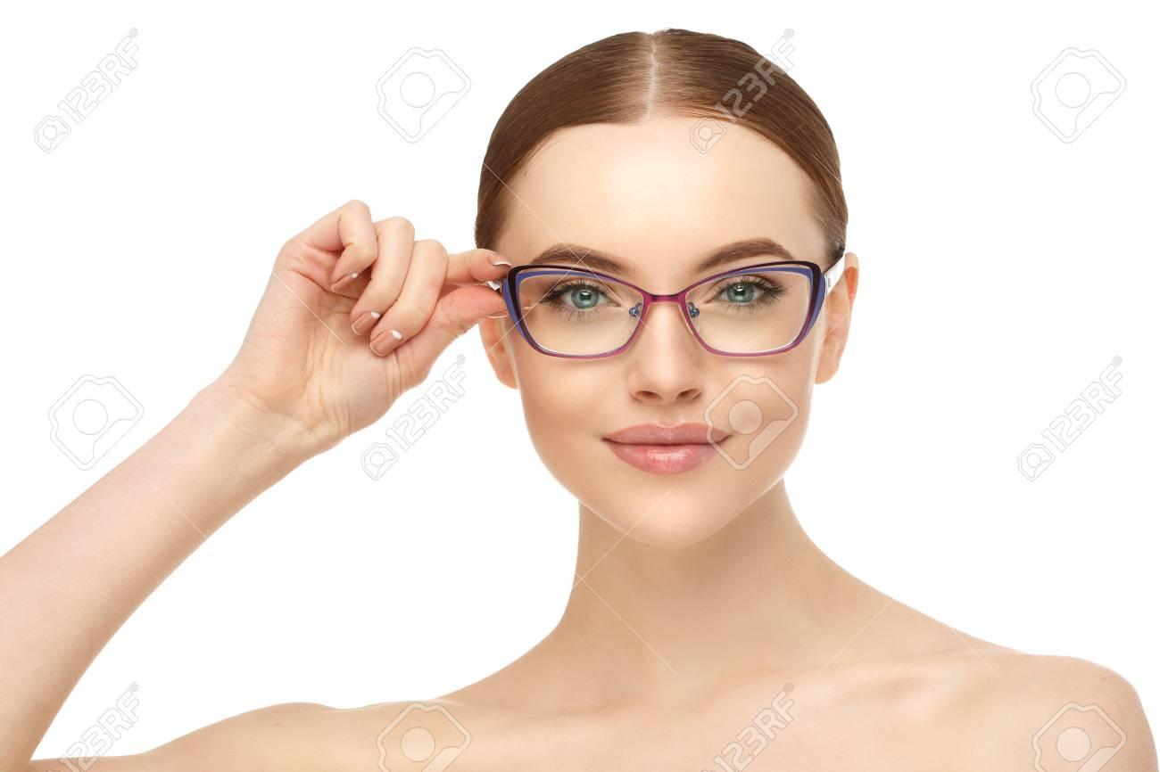 outlet 423bd 25e76 Donna con gli occhiali Modella in occhiali. Correzione della visione  Pubblicità ottica e prodotti per gli occhi.
