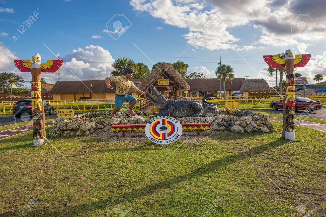 ミッコスーキーのインディアン村にマイアミ、フロリダ - 2015 年 1 月 ...