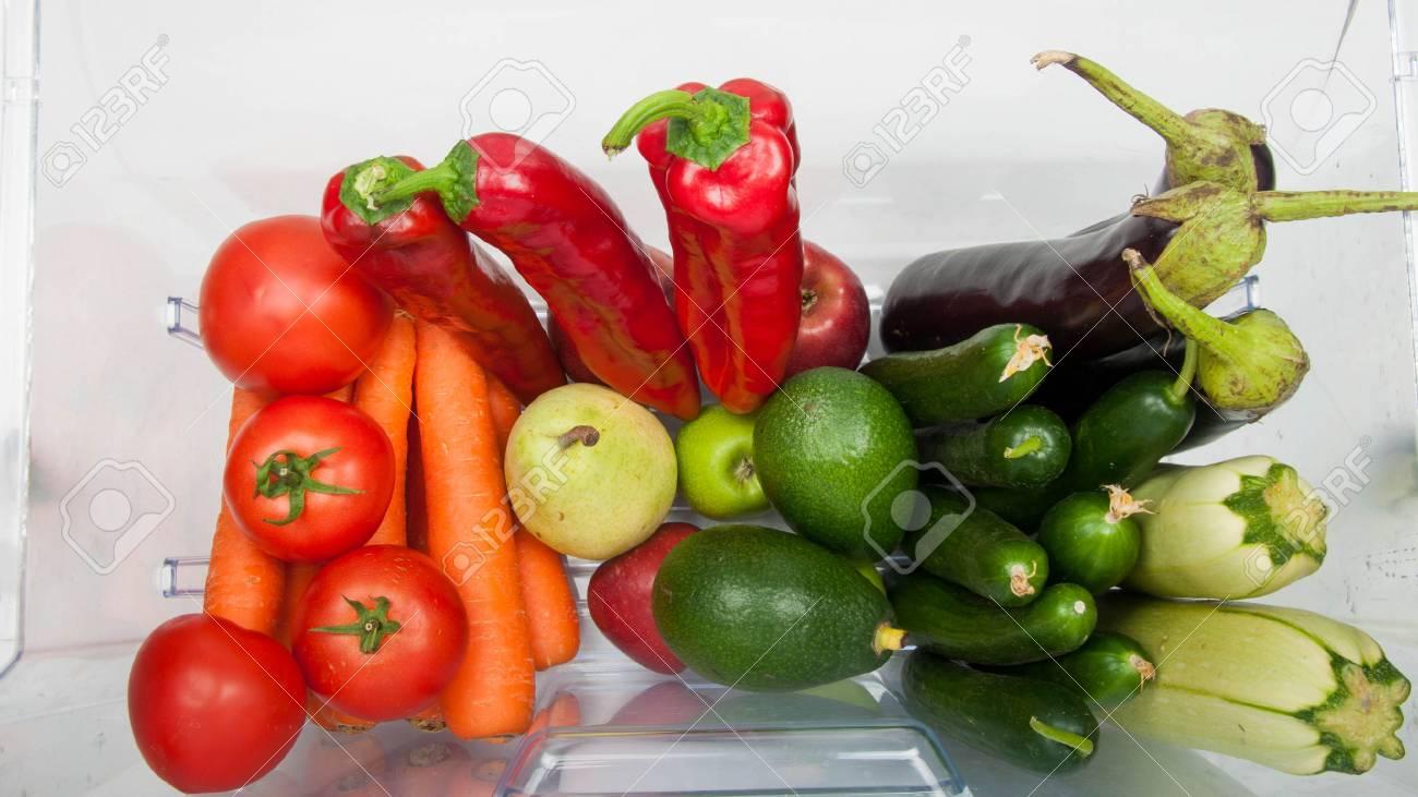 Kühlschrank Querformat : Ffnen kühlschrank gefüllt mit obst und gemüse. lizenzfreie fotos