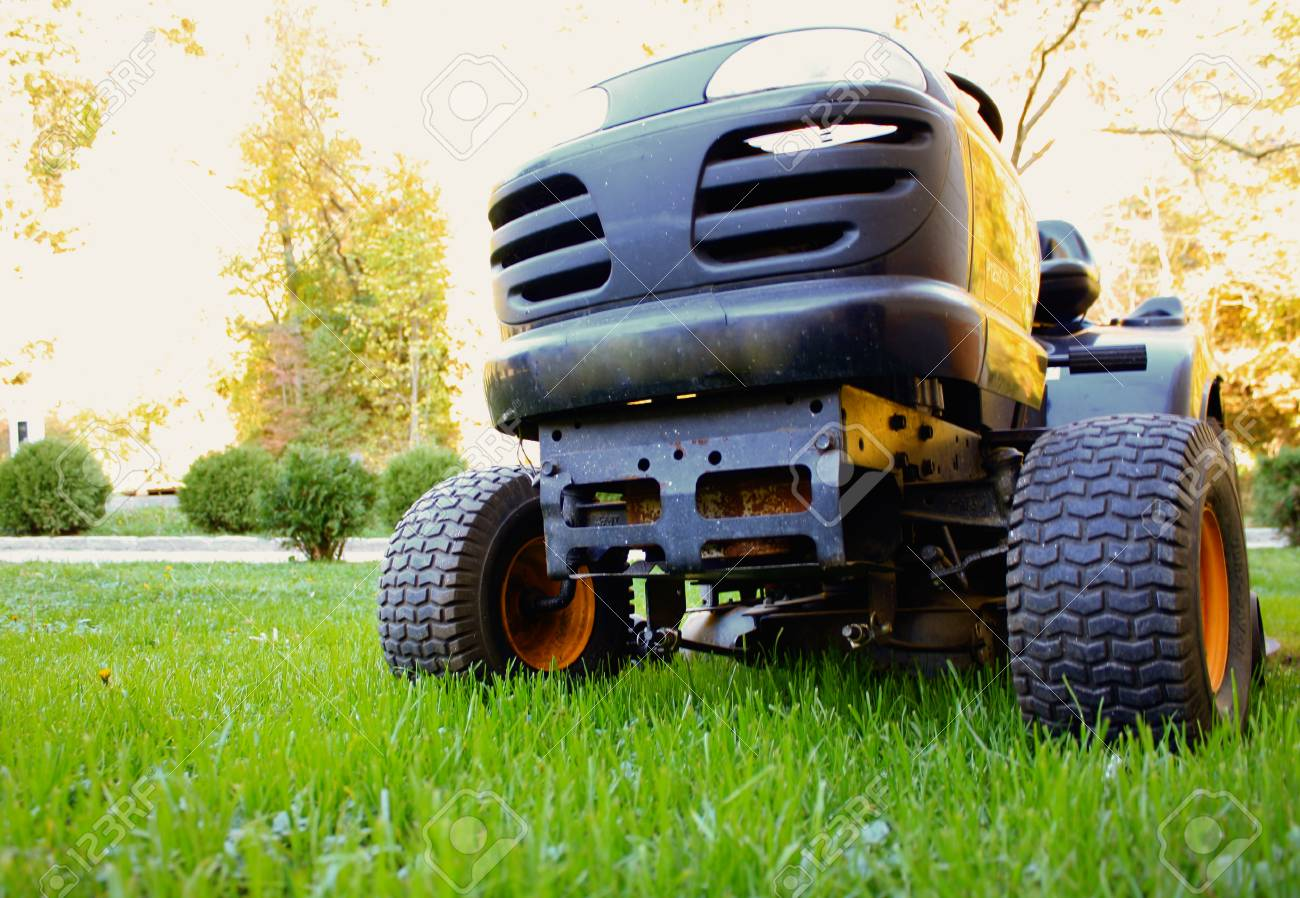 Lawn tractor - 48426923
