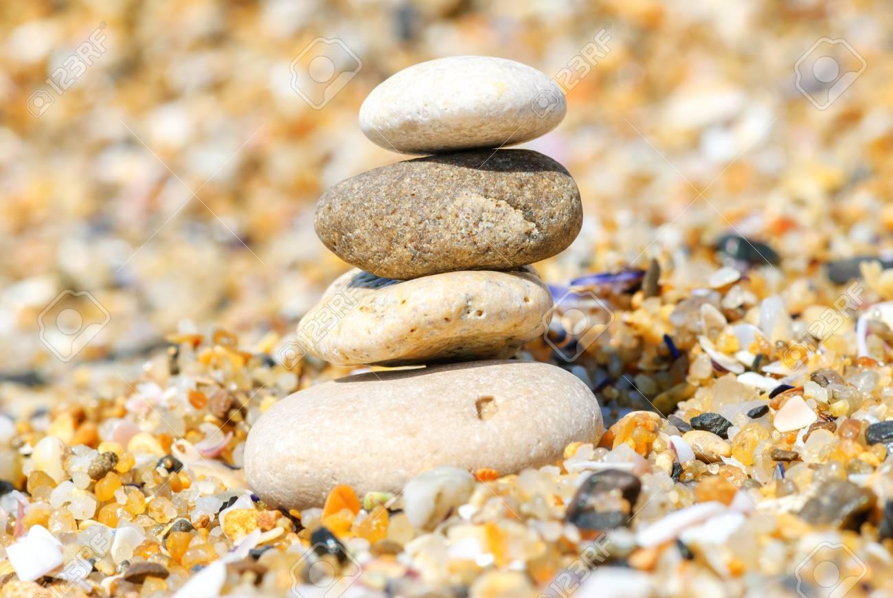 Immagini Stock Il Rilassamento E La Meditazione Attraverso La Semplicita L Armonia E La Pietra Di Piombo Equilibrio Per La Salute E Il Benessere Image 63769087