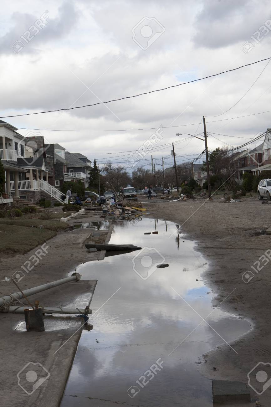 NEW YORK - October 31:Destroyed homes in  Far Rockaway after Hurricane Sandy October 29, 2012 in New York City, NY Stock Photo - 16179756