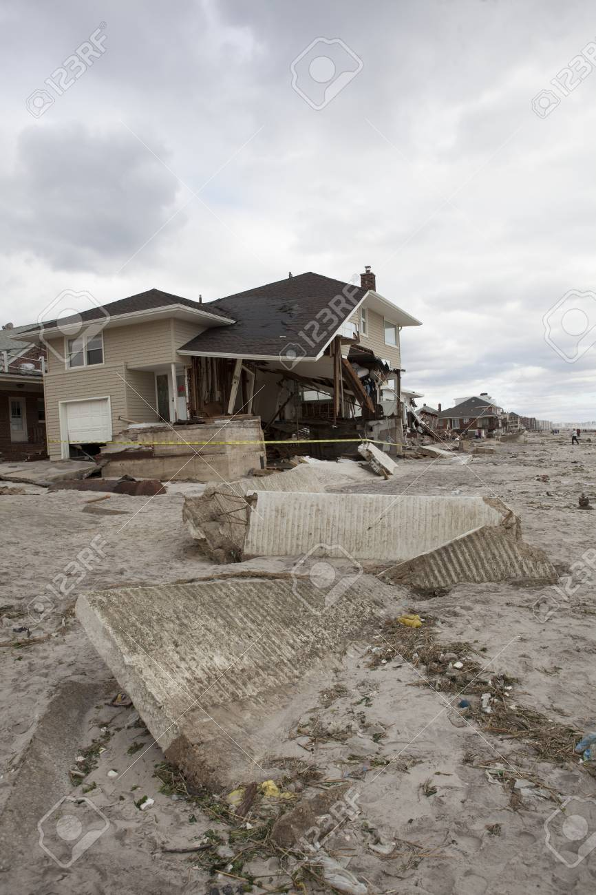 NEW YORK - October 31:Destroyed homes in  Far Rockaway after Hurricane Sandy October 29, 2012 in New York City, NY Stock Photo - 17326714