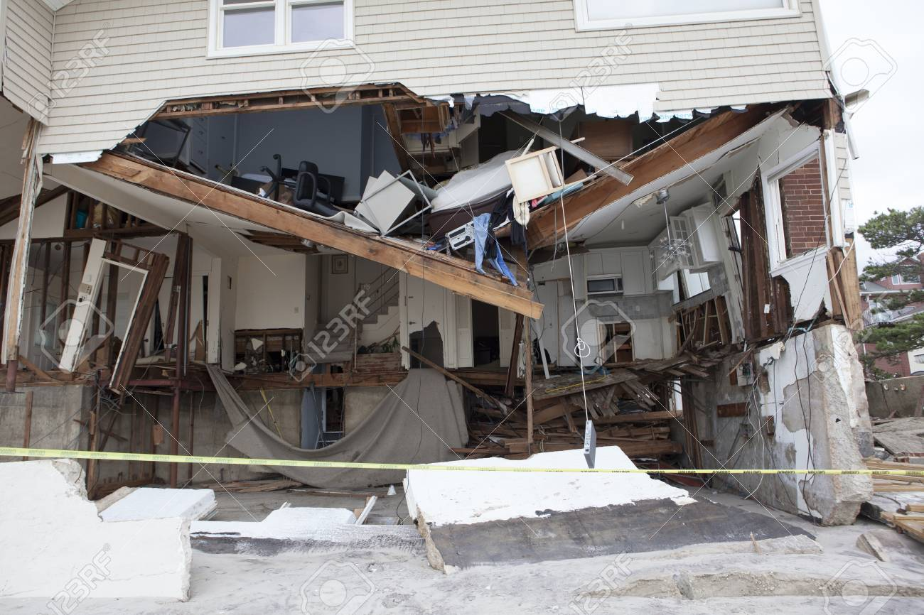 NEW YORK - October 31:Destroyed homes in  Far Rockaway after Hurricane Sandy October 29, 2012 in New York City, NY Stock Photo - 17326648