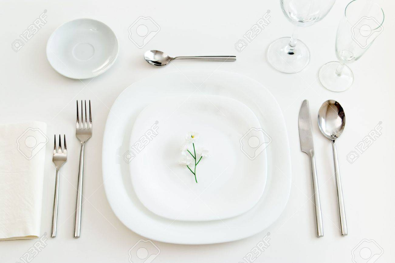 white place setting with little flower - 10061464