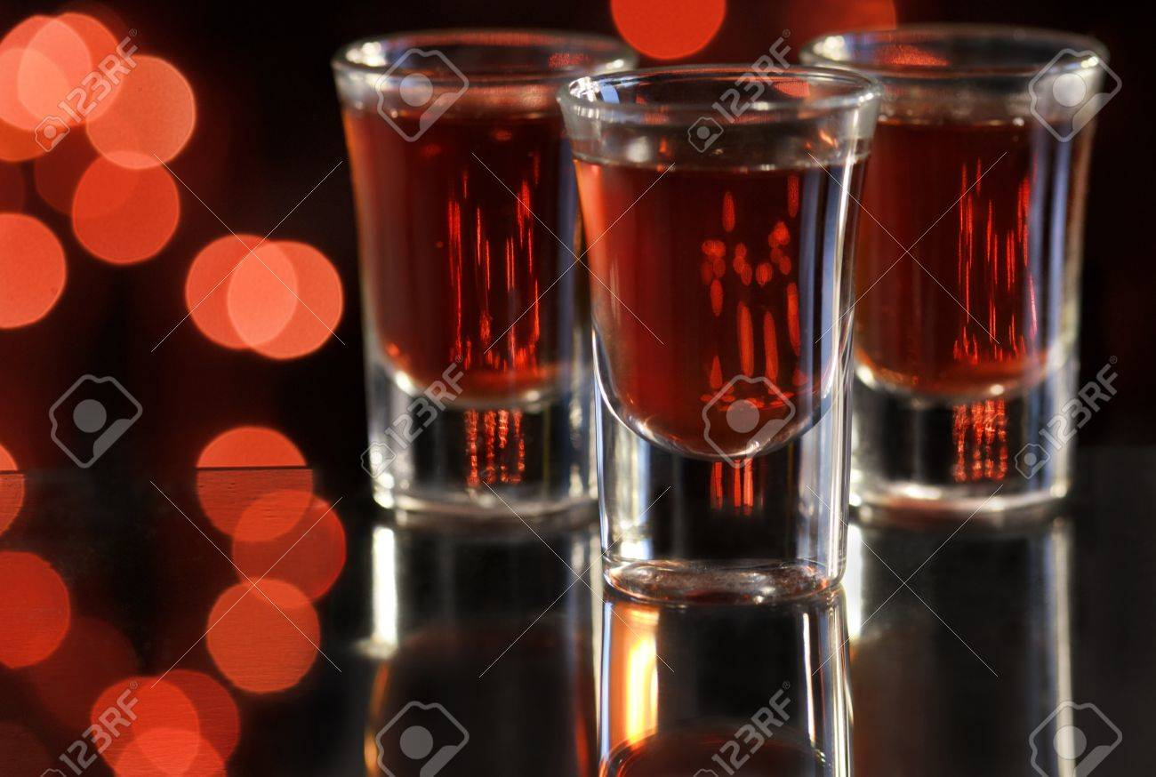 Red cocktail in shot glasses - 17821043