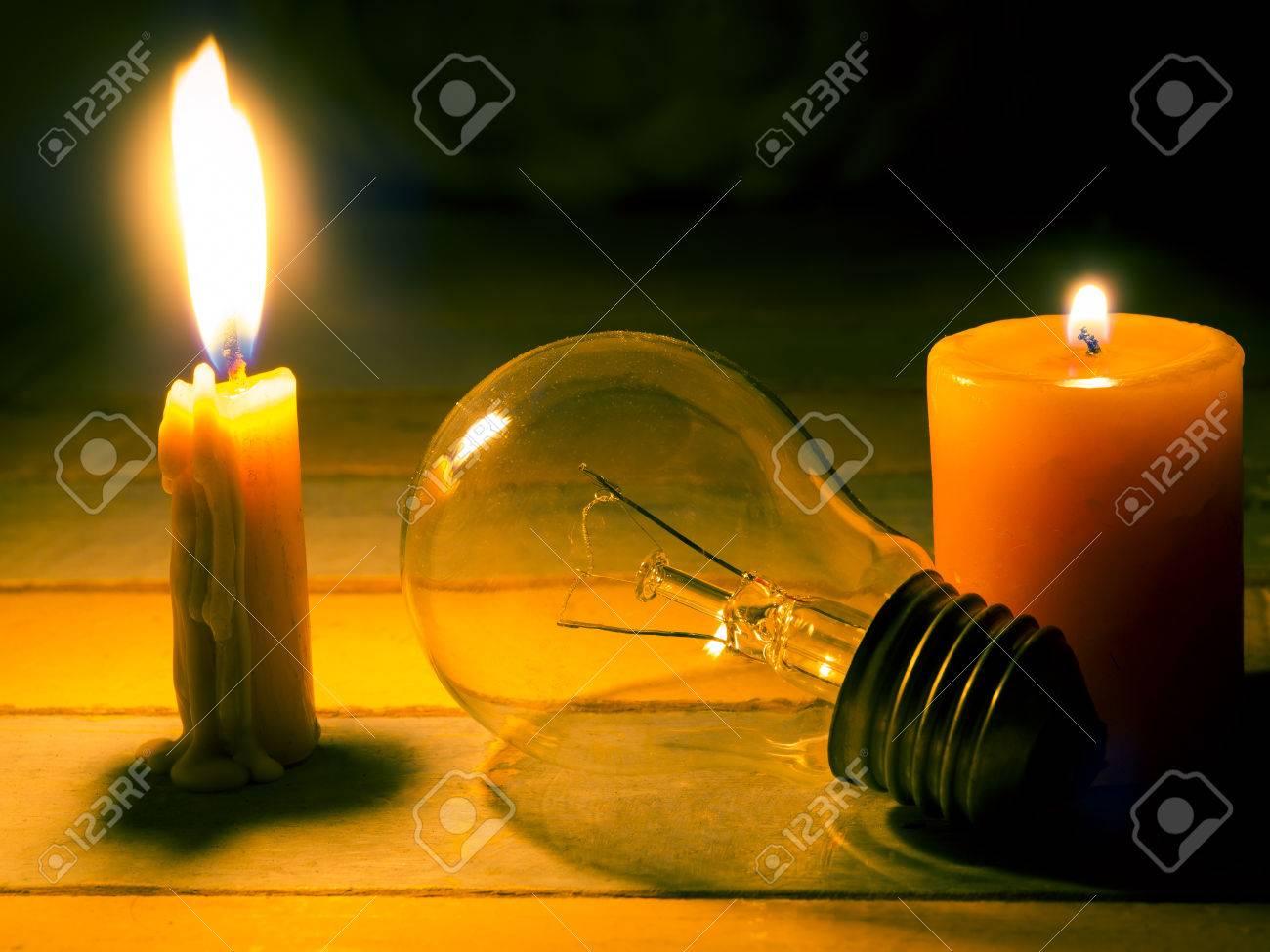 Kerze Licht Leuchten Auf Glühlampe, Kein Strom Macht Elektrische ...