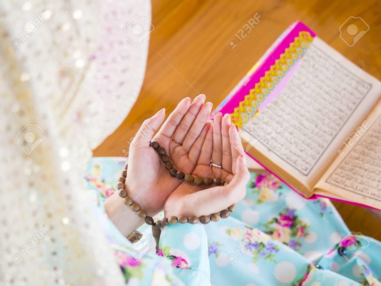 young muslim woman praying for Allah, muslim God - 37542529