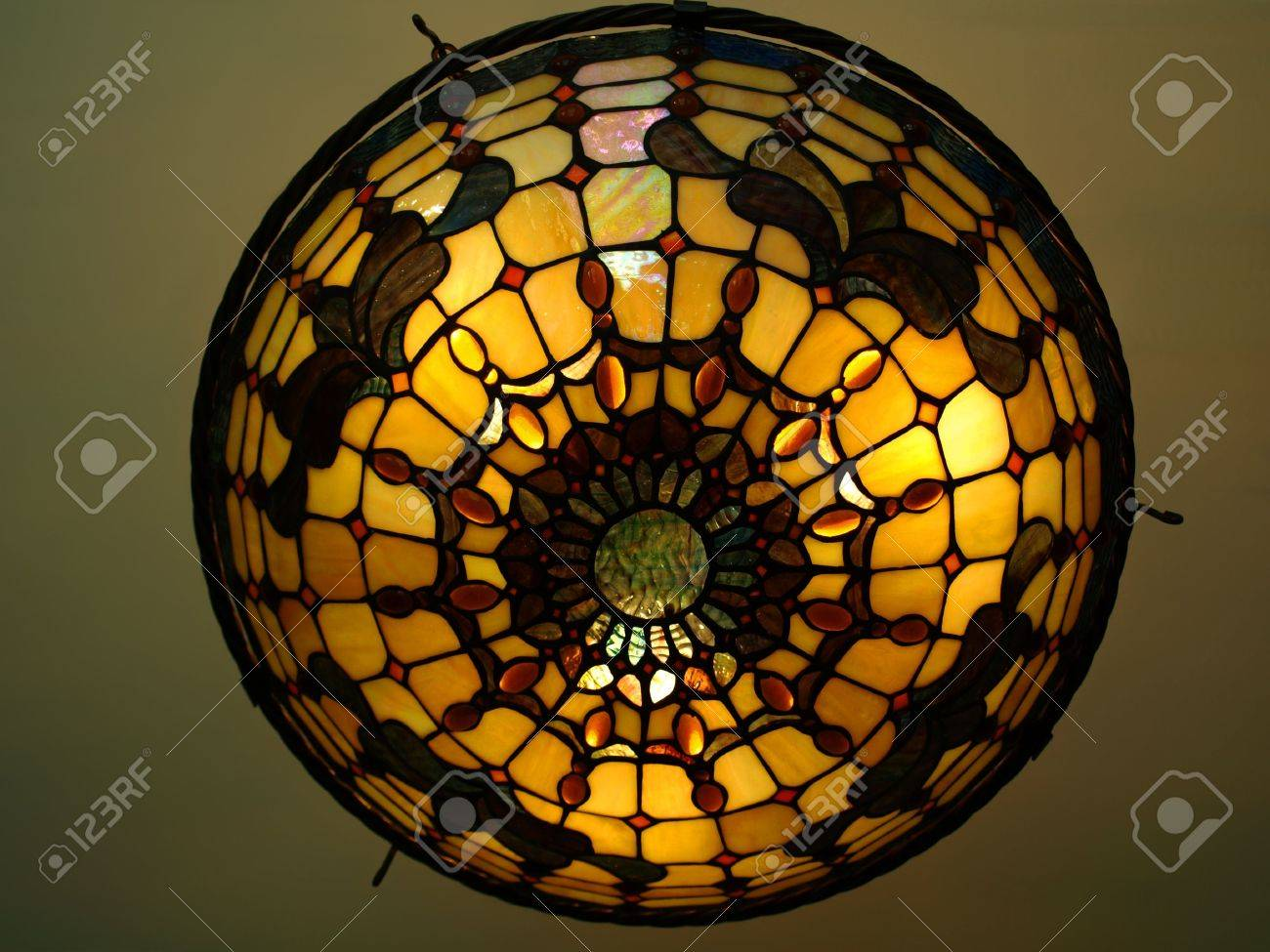 Plafoniere Tiffany : Photo of a beautiful lit tiffany style ceiling lamp in warm and