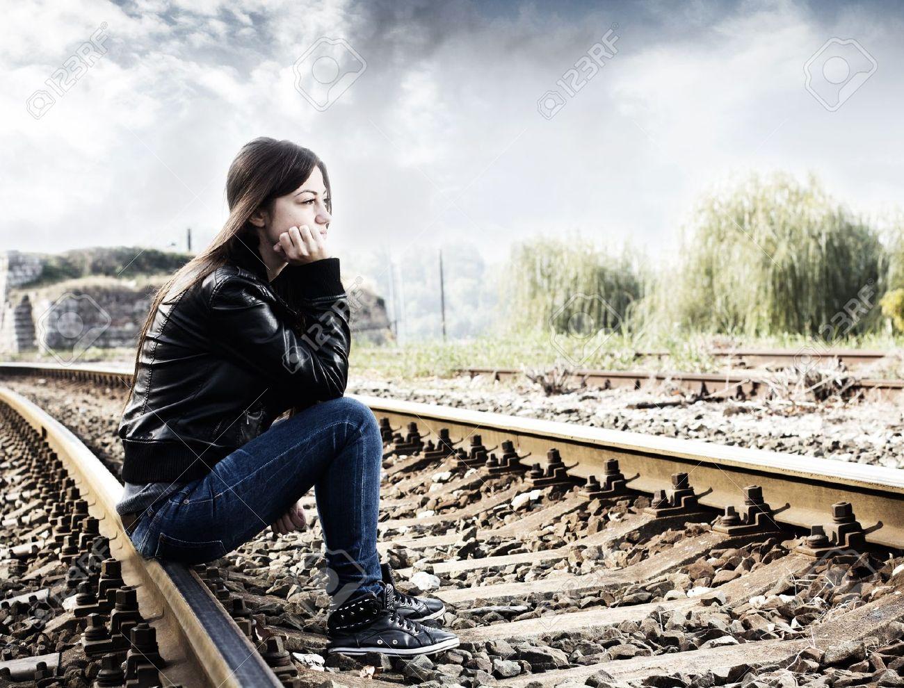 Девушка обосилась на дороге смотреть онлайн фотоография