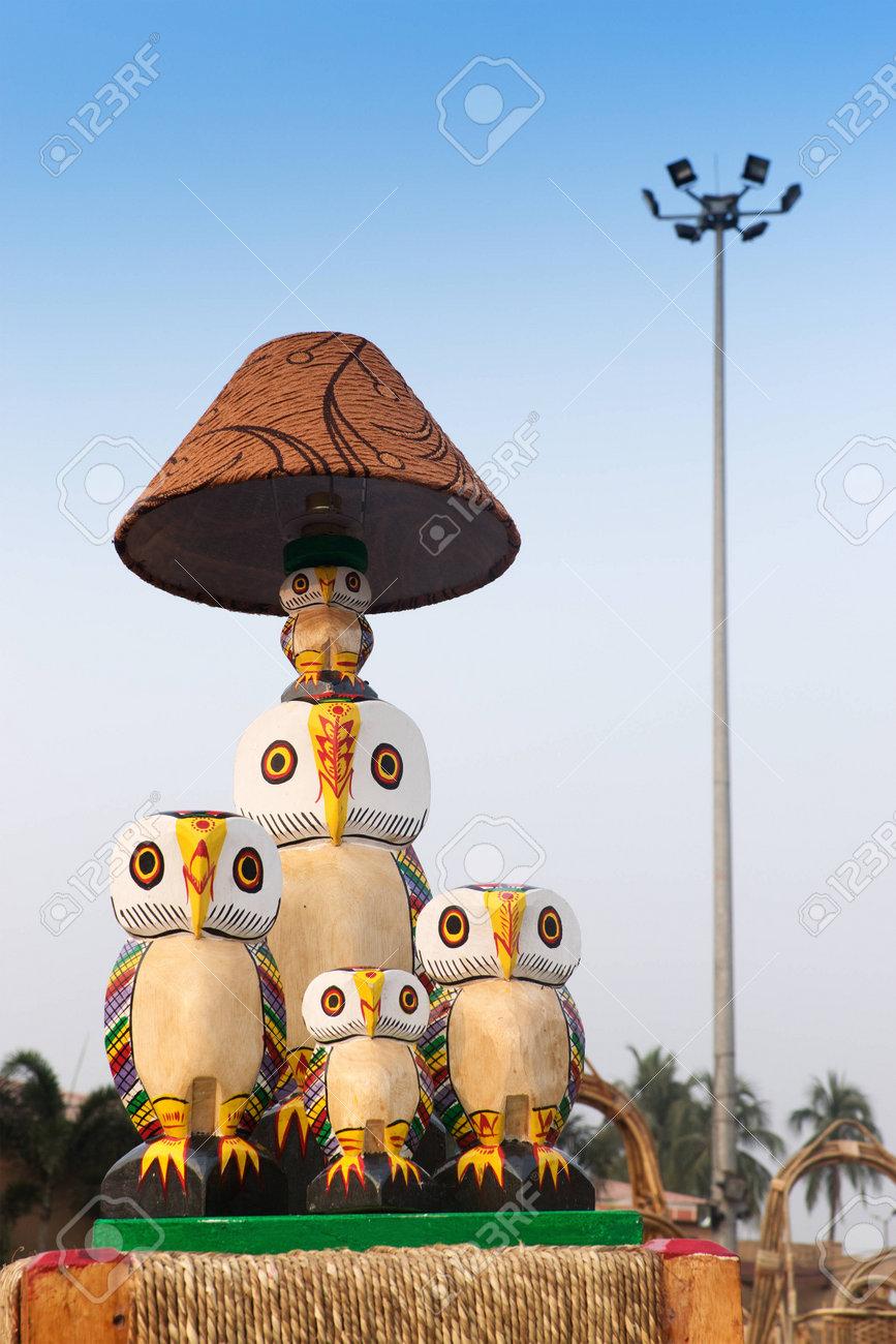 OCCIDENTALLA cañala 23 2014Lámpara artesanía la de DE NOVIEMBRE Feria durante INDIA mesamuebles de en exhibición CALCUTABENGALA de RA5Lq34j