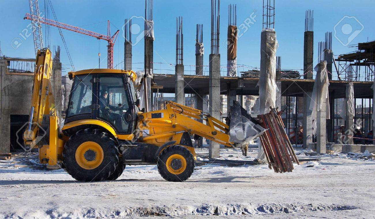 Winter construction site with excavator and crane - 4150030
