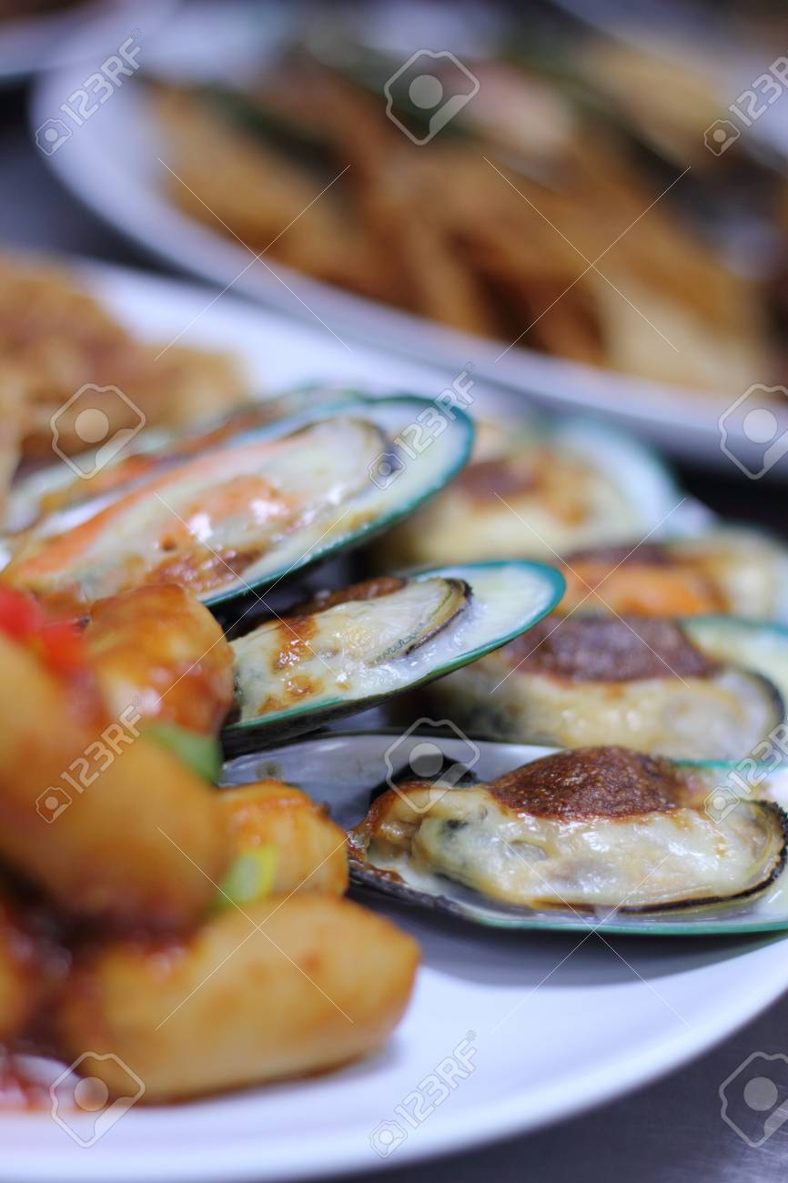 Mussels baked with cheese Stock Photo - 13214222