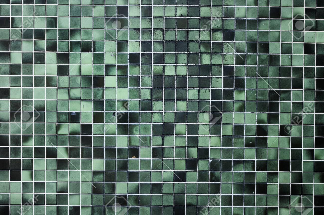 Fondo o struttura di un pavimento semplice delle mattonelle verdi