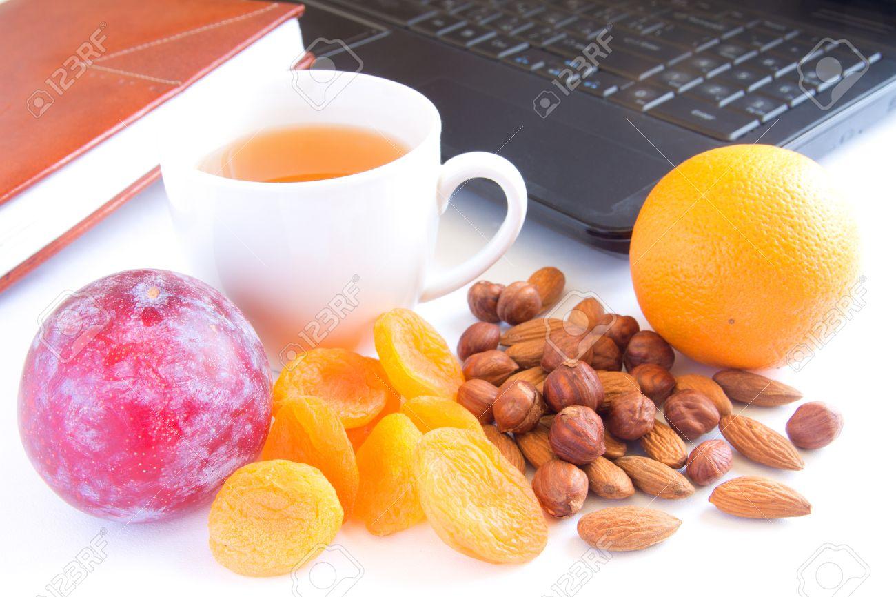 Pranzo Veloce E Sano Per Bambini : Spuntino veloce sano pranzo in ufficio tazza di tè frutta e