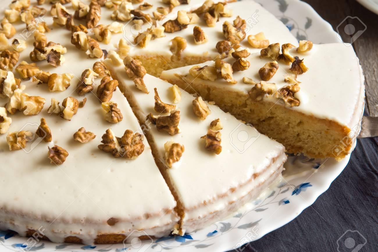 Hausgemachte Kurbis Walnuss Kuchen Mit Sahne Vereisung Rustikalen