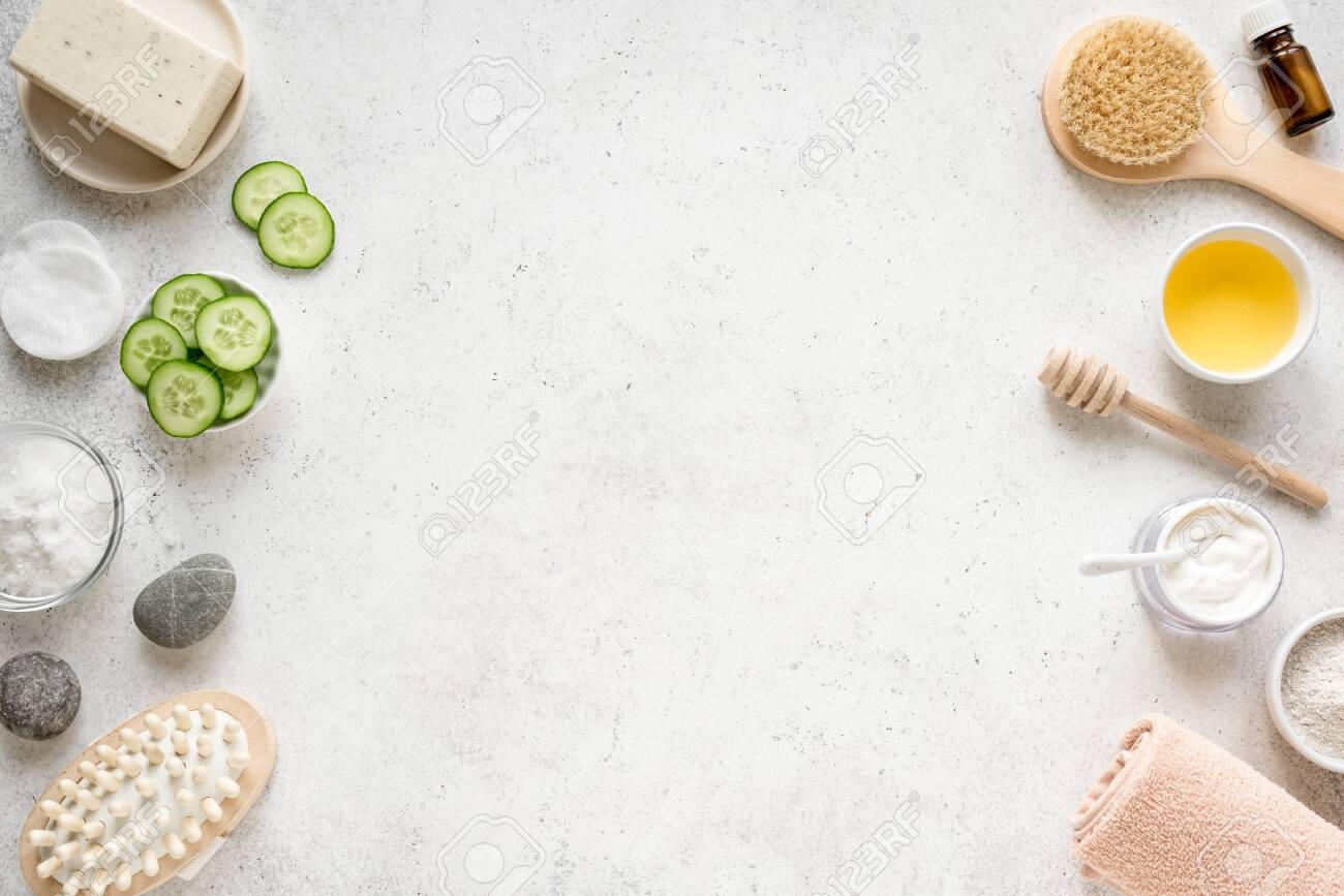 Natural Spa Background, copy space, flat lay. Organic spa cosmetic products and natural skincare concept on white. - 121900914