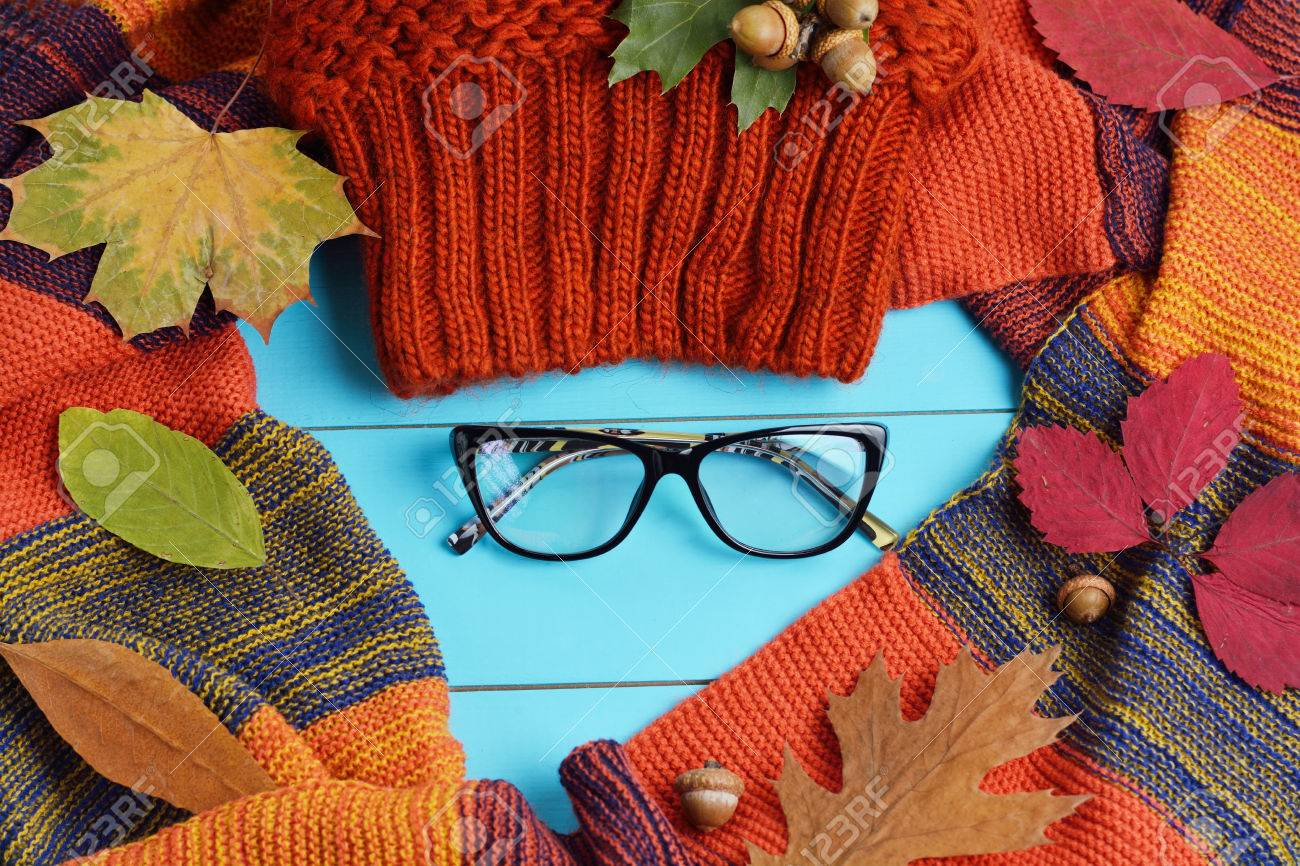 Autumn female accessories - hat, gloves and scarf - 65883406