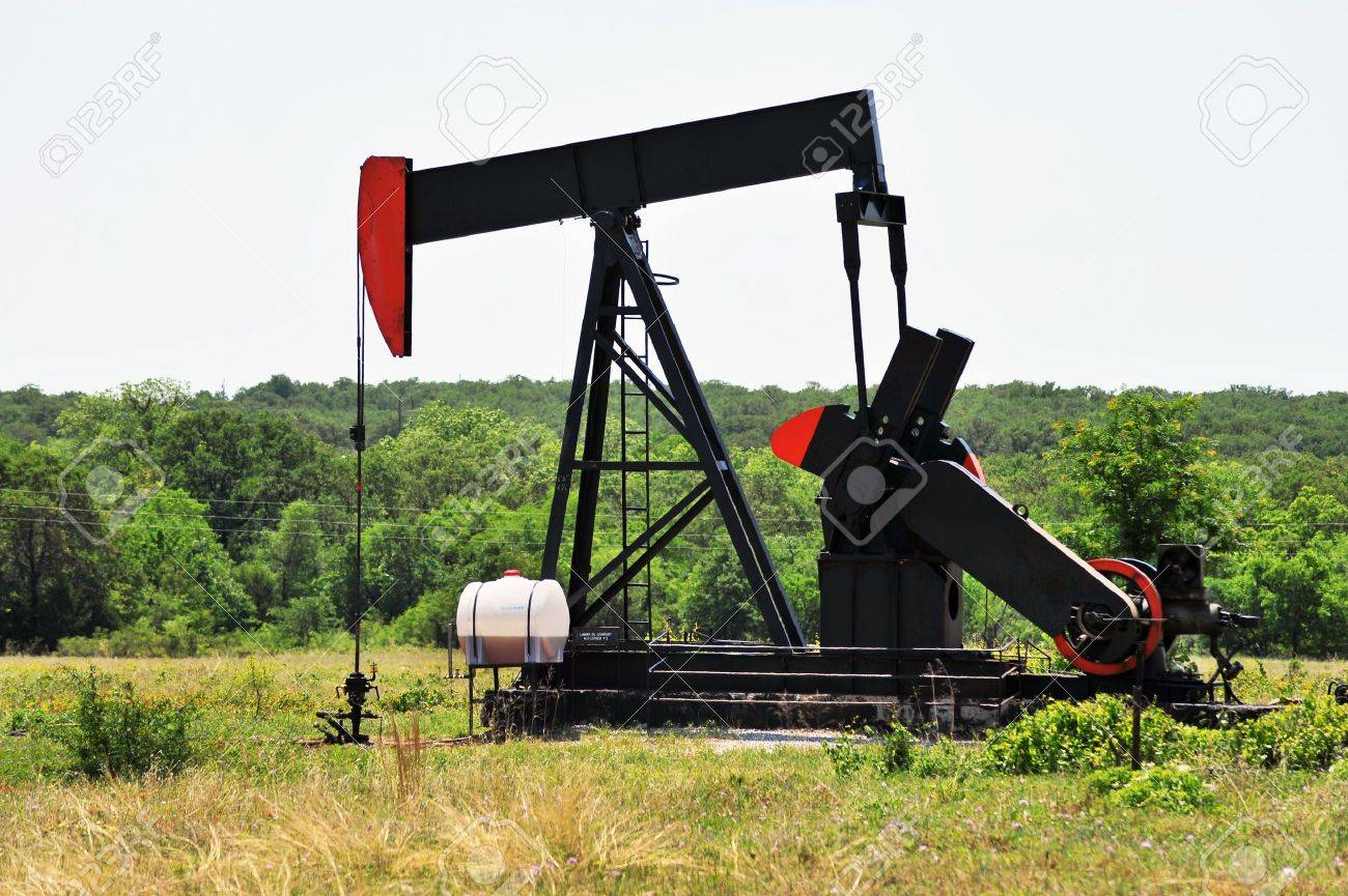 Oil Well Pumper in West Texas. Stock Photo - 9608996