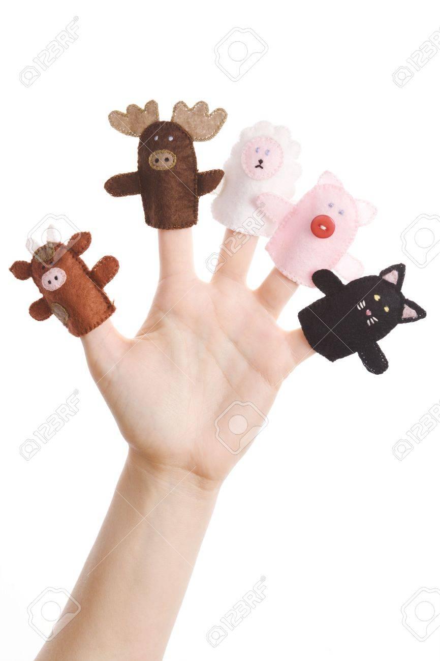 Chica Llevando Cinco Títeres Dedo (cerdo, Gato, Vaca, Alce, Cordero ...