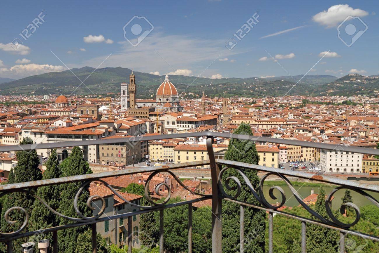 Vista Fantástica De La Ciudad De Florencia Desde La Terraza De Villa Bardini Toscana Italia Europa